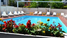 阿皮斯酒店 - 里米尼 - 里米尼 - 游泳池