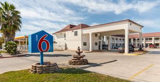Motel 6 San Marcos, Tx - North - San Marcos - Building