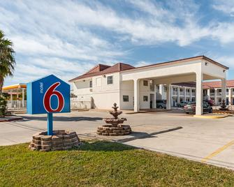 Motel 6 San Marcos - Tx - North - San Marcos - Building