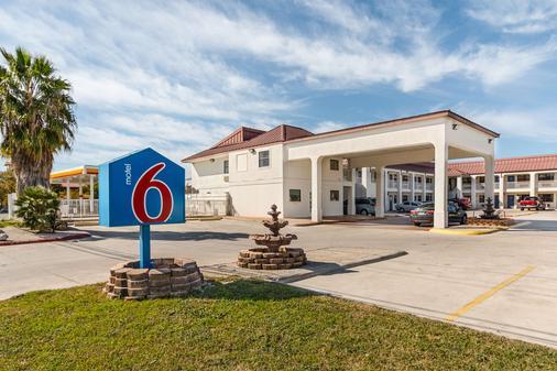 Motel 6 San Marcos - Tx - North - San Marcos - Building