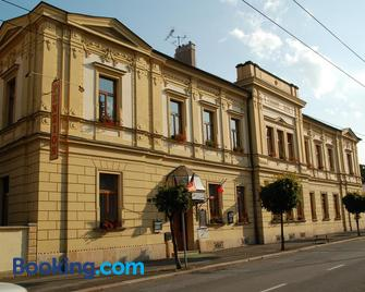 Penzion Cerny Kun - Hradec Králové - Building