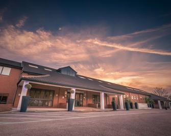 Best Western Rockingham Forest Hotel - Corby - Building