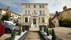 OYO Eagle House Hotel - Hastings - Building
