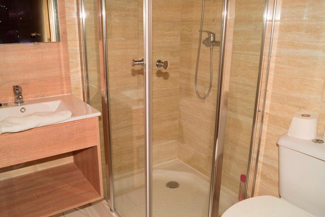 Condo Gardens Leuven - Leuven - Bathroom