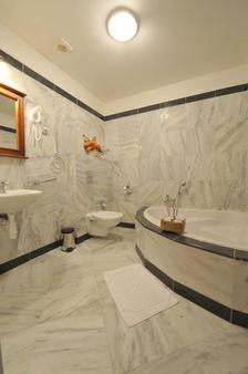 Brioni Boutique Hotel - Ostrava - Bathroom