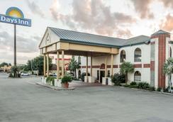 Days Inn by Wyndham New Braunfels - New Braunfels - Rakennus