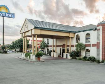 Days Inn by Wyndham New Braunfels - New Braunfels - Building