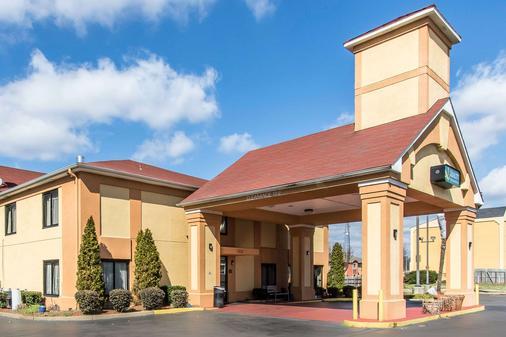 Quality Inn and Suites Memphis East - Memphis - Toà nhà