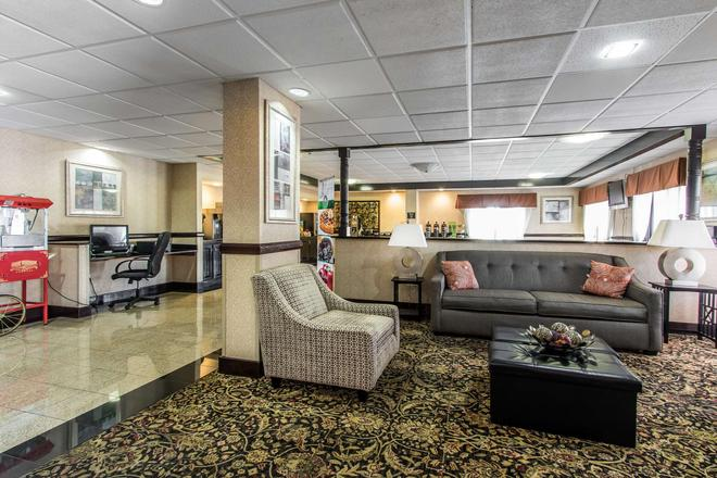 Quality Inn and Suites Memphis East - Memphis - Lobby