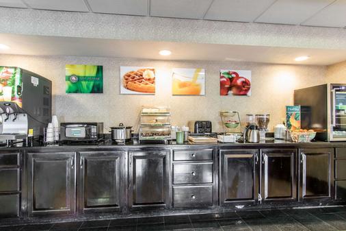 Quality Inn and Suites Memphis East - Memphis - Buffet