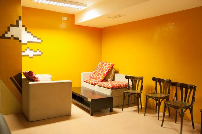 Be Dream Hostel - Badalona - Living room