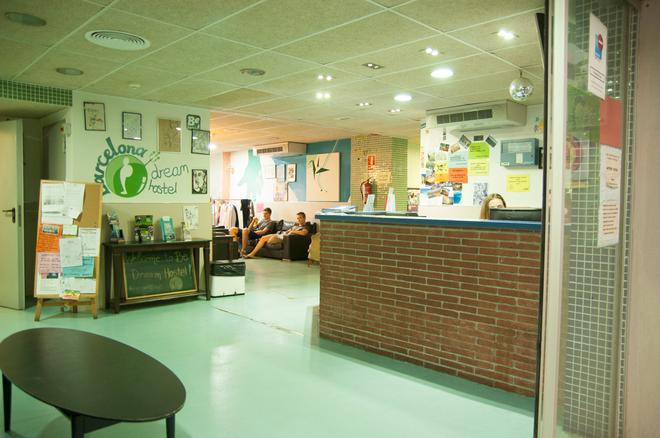 Be Dream Hostel - Badalona - Front desk