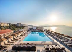 Radisson Blu Hotel, Nice - ניס - בריכה