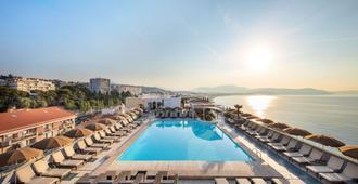 Radisson Blu Hotel, Nice - Niza - Piscina