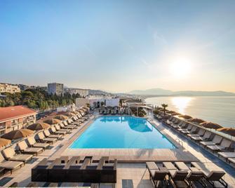 Radisson Blu Hotel, Nice - Nizza - Piscina