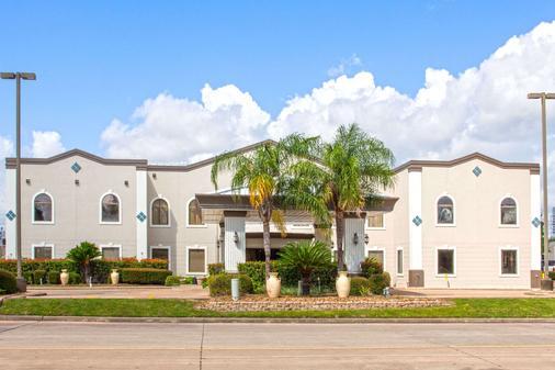 Days Inn and Suites Webster NASA-Clear Lake-Houston - Webster - Building
