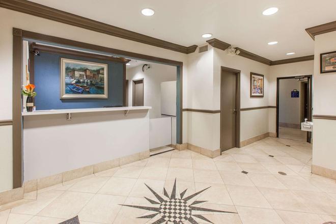 休斯頓韋伯斯特明湖 NASA 戴斯套房酒店 - 韋伯斯特 - 韋伯斯特 - 大廳
