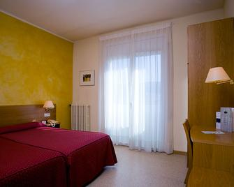 Hotel La Perla - Olot - Bedroom