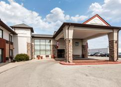 Quality Inn & Suites - Mississauga - Building