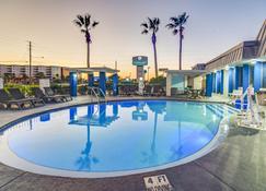 Emerald Coast Inn And Suites - Fort Walton Beach - Piscina
