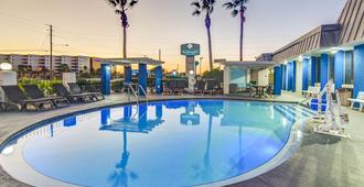 Emerald Coast Inn And Suites - Fort Walton Beach - Piscina