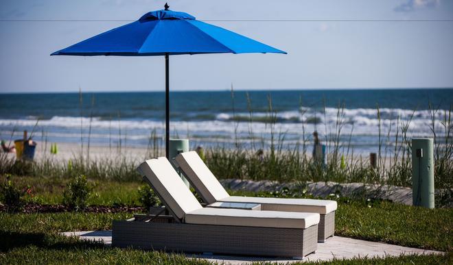 The Salty Mermaid Oceanfront Hotel - New Smyrna Beach - Patio
