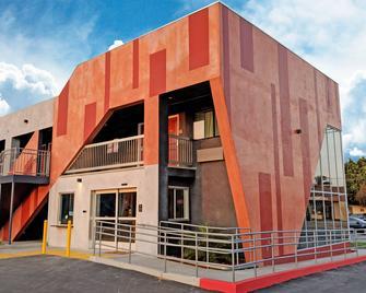 Epic Hotel - Pico Rivera - Building