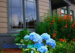 Hydrangea Inn - Eureka - Outdoor view