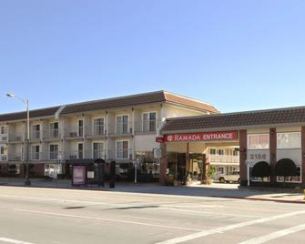 Ramada by Wyndham Pasadena - Pasadena - Building