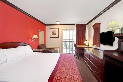 Ramada by Wyndham Pasadena - Pasadena - Bedroom