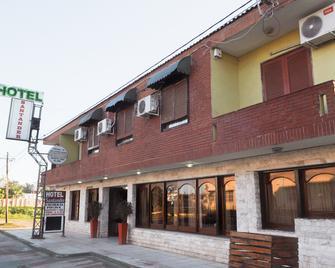 Hotel Santander - Termas de Río Hondo - Building