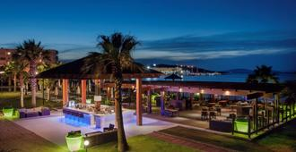 Radisson Blu Resort & Spa, Cesme - Cesme - Bar