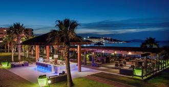 Radisson Blu Resort & Spa, Cesme - צזמה - בר