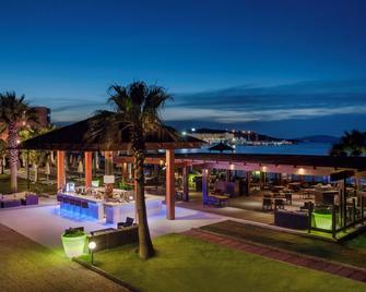 Radisson Blu Resort & Spa, Cesme - Cesme - Bar
