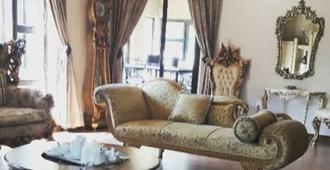 Budias Guest House - Kempton Park - Living room