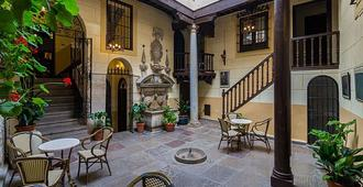 Palacio Mariana Pineda Hotel - Granada - Patio
