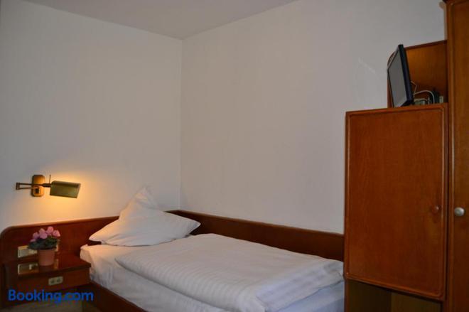 Top Hotel Garni - Dormagen - Bedroom