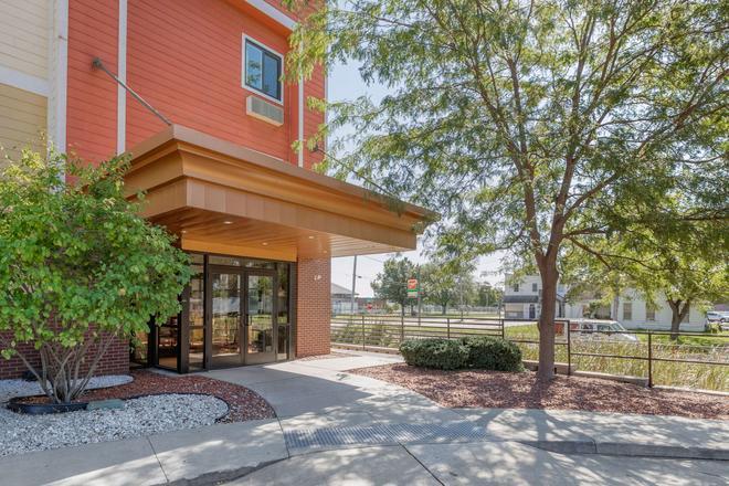 Econo Lodge Inn & Suites Fairgrounds - Des Moines - Building