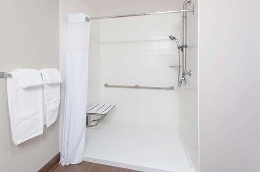 Microtel Inn & Suites by Wyndham Fort St John - Fort Saint John - Kylpyhuone