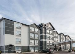Microtel Inn & Suites by Wyndham Fort St John - Fort St. John - Building