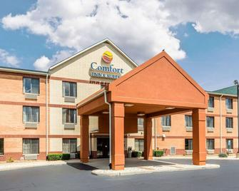 Comfort Inn and Suites near Tinley Park Amphitheater - Tinley Park - Building