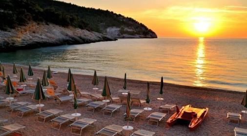 Pugnochiuso Resort - Hotel del Faro - Vieste - Beach