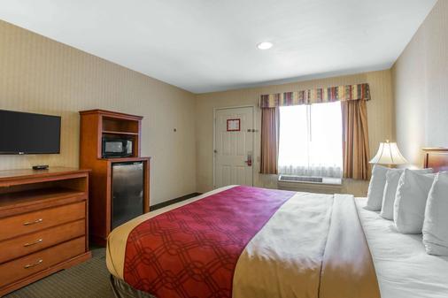 Econo Lodge Inn & Suites - Riverside - Makuuhuone