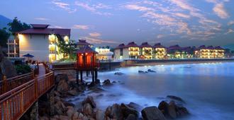Royal Hotel & Healthcare Resort Quy Nhon - Qui Nhon - Outdoors view