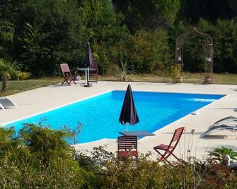 Hotel Au Périgord Noir - Hautefort - Pool