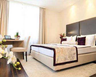 Hotel Merkur - Baden-Baden - Bedroom