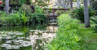 Ramada by Wyndham Santa Barbara - Santa Barbara - Outdoors view