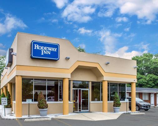 Rodeway Inn MacArthur Airport - Ronkonkoma - Building