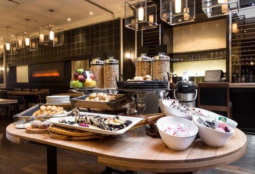維多利亞莊園酒店 - 魁北克 - 魁北克市 - 自助餐