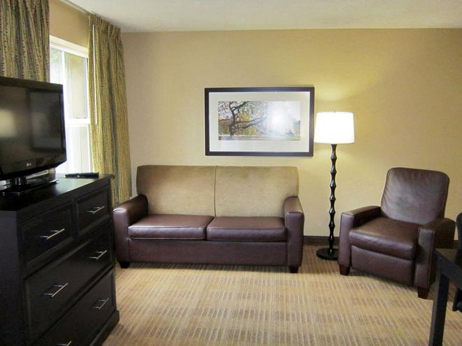 Extended Stay America - Chicago- O'Hare - Allstate Arena - Des Plaines - Living room